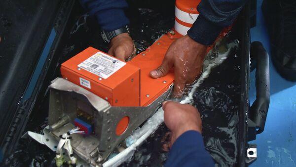 Especialista indonesio confirma la recuperación de la segunda caja negra de AirAsia - Sputnik Mundo