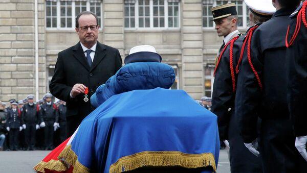 François Hollande, presidente francés - Sputnik Mundo