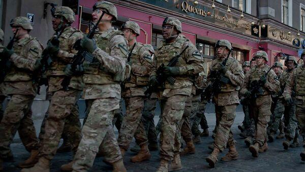Militares de la OTAN en Riga (Archivo) - Sputnik Mundo