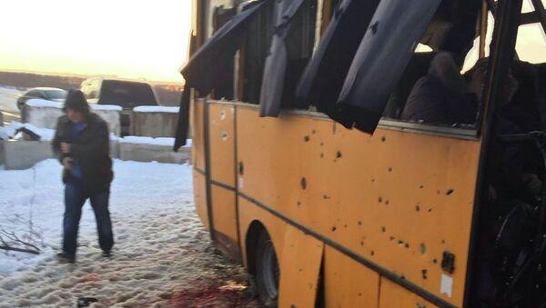 Al menos 10 muertos por el impacto de un proyectil en un autobús en Donbás - Sputnik Mundo