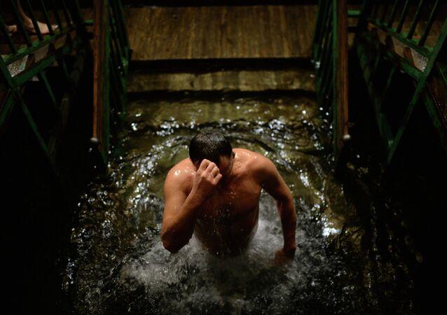 Baño en aguas frías en el rito ortodoxo