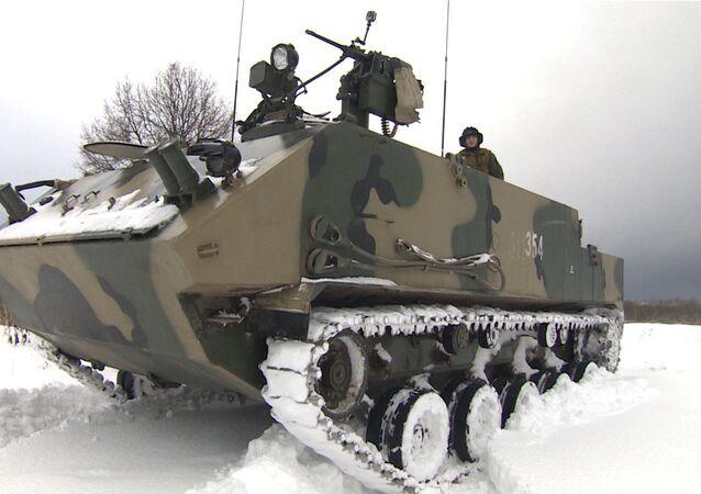 Militares rusos realizan las pruebas del blindado multipropósito Rakushka