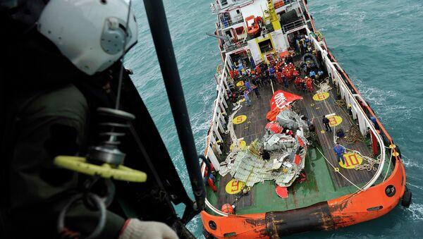 Rescate de los restos del avión de AirAsia - Sputnik Mundo