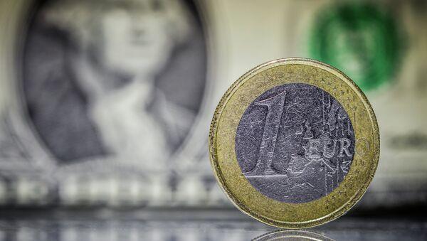 Dólar y euro - Sputnik Mundo