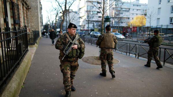 Soldados franceses en París - Sputnik Mundo