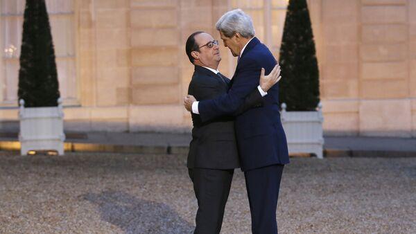 Presidente de Francia, François Hollande y secretario de Estado de EEUU, John Kerry - Sputnik Mundo