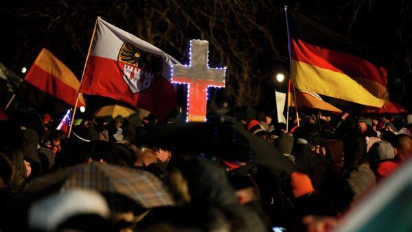 Manifestación organizada por el movimiento islamófobo Pegida. Alemania (Archivo) - Sputnik Mundo