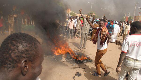 Protestas violentas en Níger contra Charlie Hebdo - Sputnik Mundo