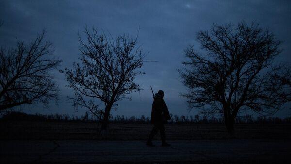 Al menos tres muertos y cuatro heridos a causa de bombardeos nocturnos en Lugansk - Sputnik Mundo