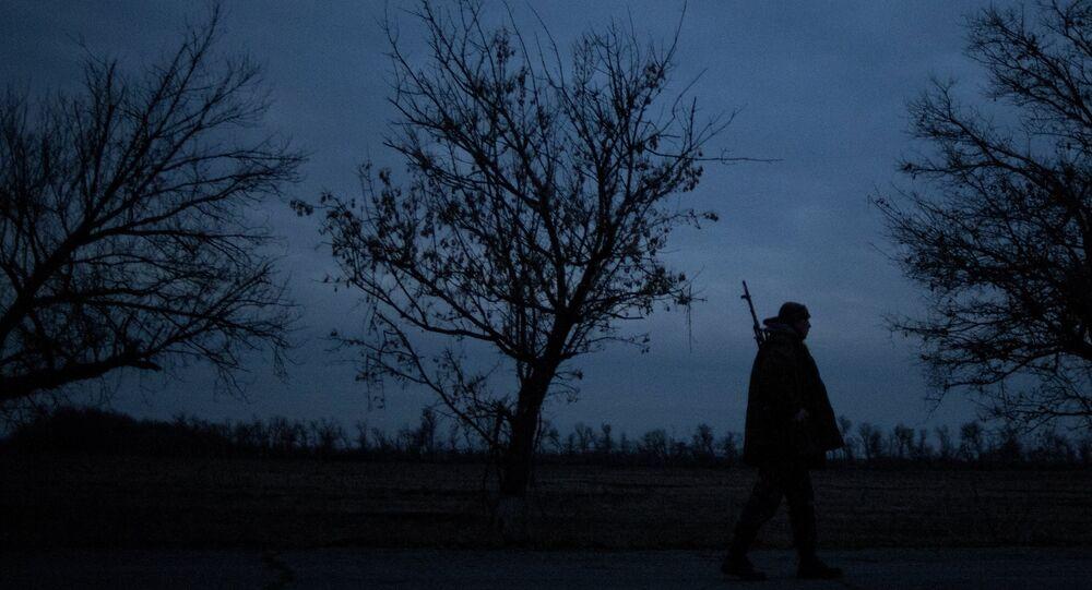 Un combatiente en la región de Lugansk