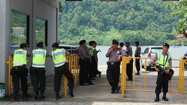 Policías indonesios - Sputnik Mundo