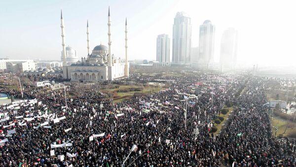 Manifestación en apoyo a los valores musulmanes en Grozni - Sputnik Mundo