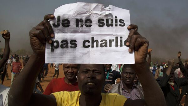 Incendian 45 iglesias en las manifestaciones contra Charlie Hebdo en la capital de Níger - Sputnik Mundo