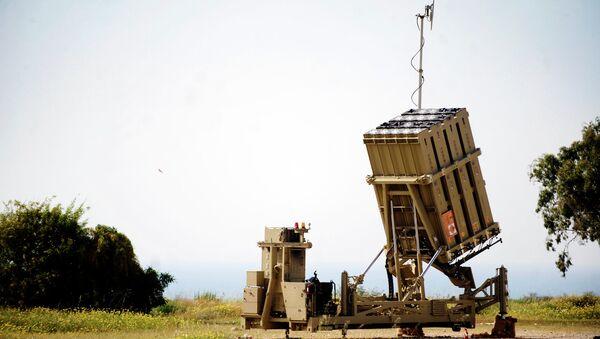 Un lanzador móvil Iron Dome (Cúpula de Hierro) - Sputnik Mundo
