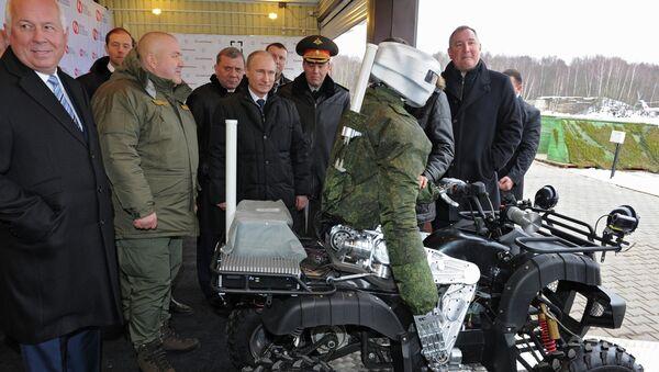 La empresa rusa TochMash presenta a Putin un robot avatar de combate - Sputnik Mundo