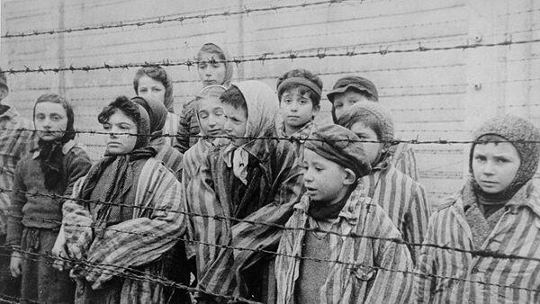 Letonia prohibe una exposición dedicada al Holocausto - Sputnik Mundo