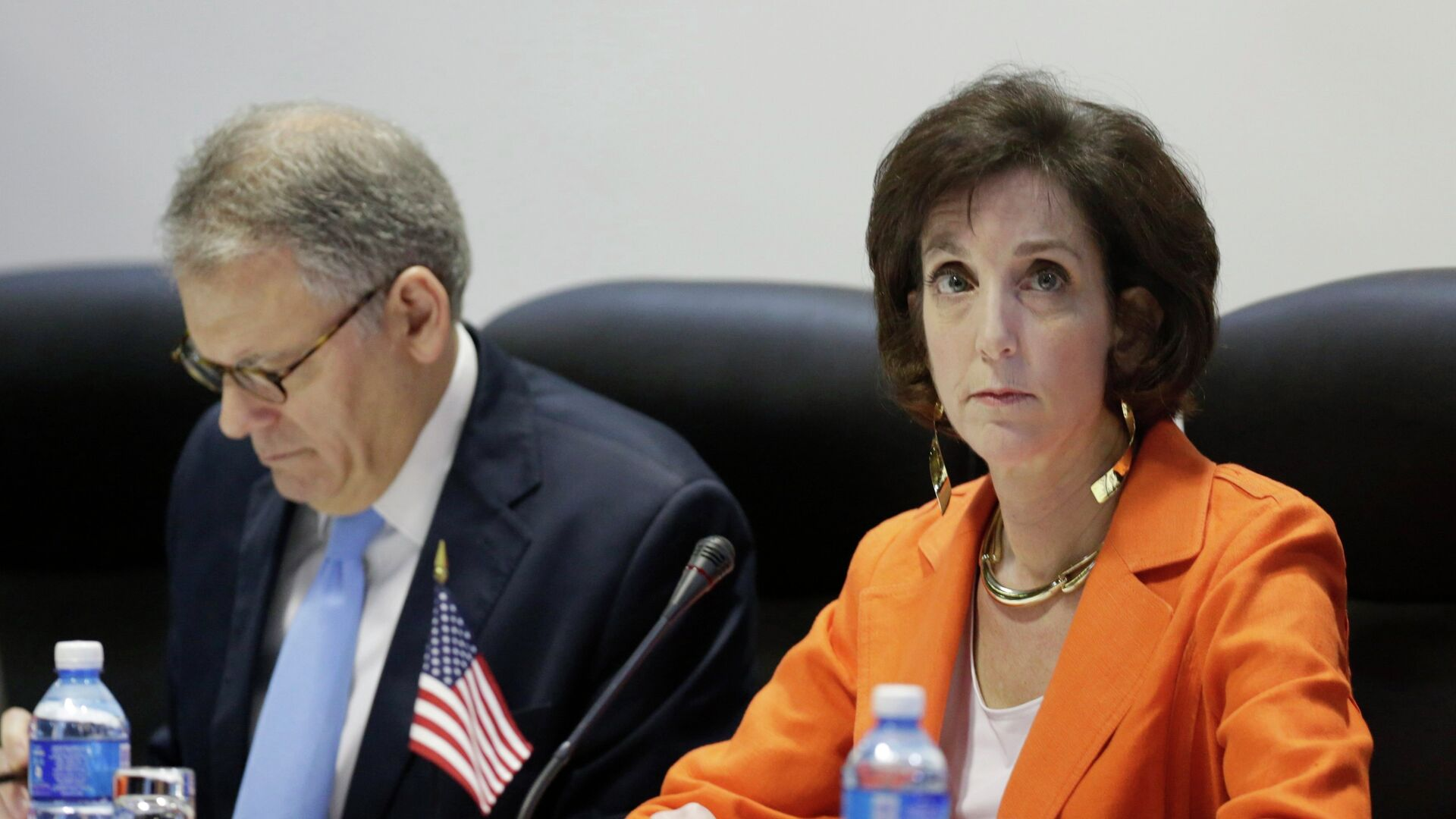 U.S. Assistant Secretary for Western Hemisphere Affairs Roberta Jacobson (R) and Chief of Mission at the U.S. Interests Section in Havana Jeffrey DeLaurentis attend negotiations to restore diplomatic ties with Cuba in Havana January 22, 2015. - Sputnik Mundo, 1920, 17.04.2021