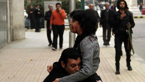 Una mujer muere al dispersar la policía una manifestación en El Cairo - Sputnik Mundo