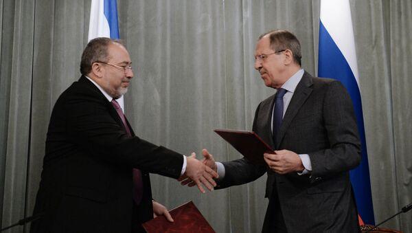 Ministro de Exteriores israelí, Avigdor Lieberman y ministro ruso de Asuntos Exteriores, Serguéi Lavrov - Sputnik Mundo