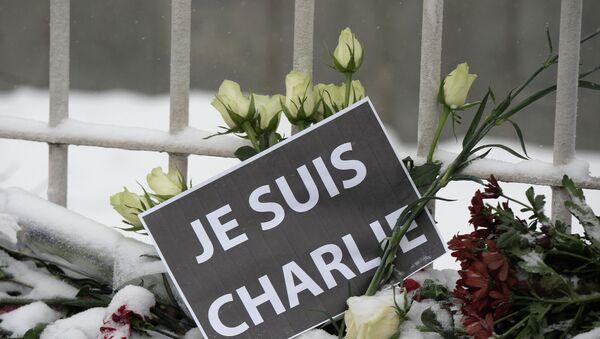 Sondeo muestra que la mayoría de los rusos condena el atentado contra Charlie Hebdo - Sputnik Mundo