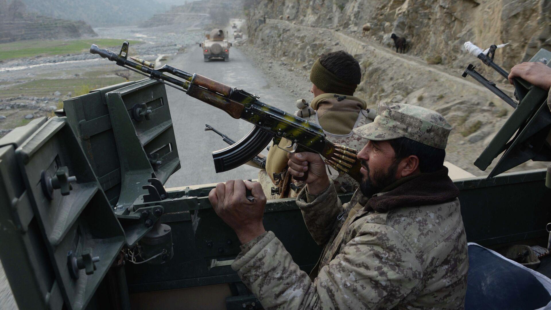 Fuerzas gubernamentales afganas durante una operación militar contra los talibanes - Sputnik Mundo, 1920, 30.06.2021