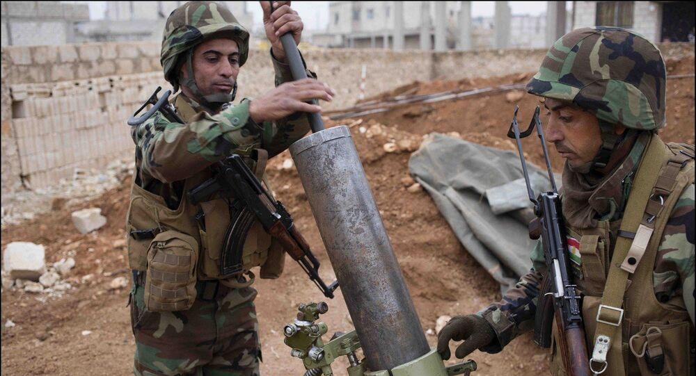 Soldados kurdos durante el combate con fuerzas de EI en Kobani (Archivo)