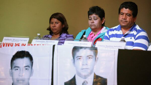Familiares de los estudiantes desaparecidos - Sputnik Mundo