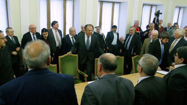 La oposición siria acuerda diez puntos para el arreglo de la crisis en el país - Sputnik Mundo