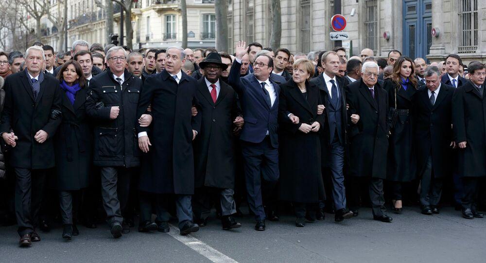François Hollande, presidente de Francia con los jefes de otros paìses en la  Marcha de la Unidad en París