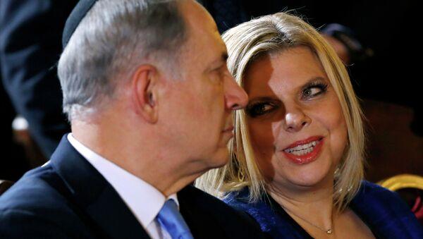 Primer ministro israelí, Benjamin Netanyahu, con su esposa, Sara - Sputnik Mundo