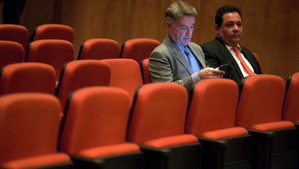 Former billionaire Eike Batista with his lawyer at his hearing at a federal criminal court in Rio de Janeiro Nov. 18, 2014 - Sputnik Mundo