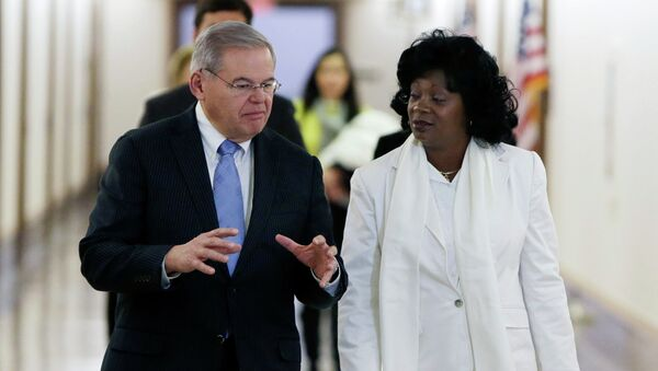 U.S. Senator Robert Menendez and leader of Cuba's Ladies in White Berta Solar - Sputnik Mundo