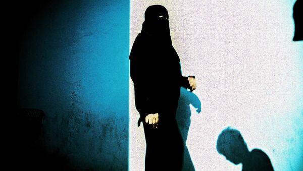 """Una guía del Estado Islámico para mujeres indica que es """"legítimo"""" casar a niñas de 9 años - Sputnik Mundo"""