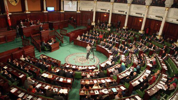Премьер-министр Туниса Хабиб Эссид выступает перед парламентом - Sputnik Mundo