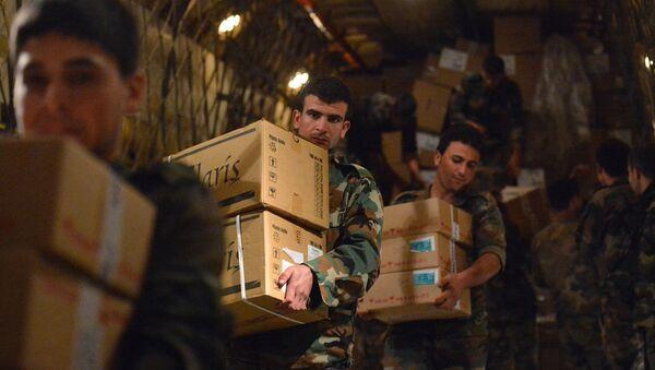 Descarga de la ayuda humanitaria rusa en Siria (Archivo) - Sputnik Mundo