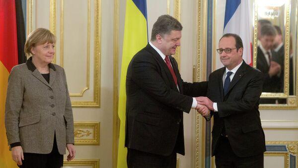 Cancillera de Alemania, Angela Merkel, presidente de Ucrania, Petró Poroshenko y presidente de Francia, François Hollande - Sputnik Mundo