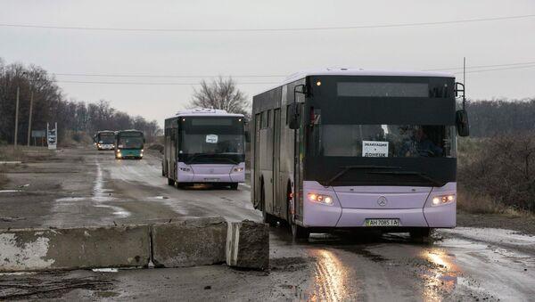 Эвакуация жителей из Дебальцево - Sputnik Mundo