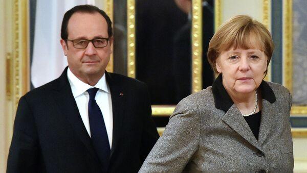 Presidente de Francia, François Hollande (izda.) y canciller de Alemania, Angela Merkel - Sputnik Mundo