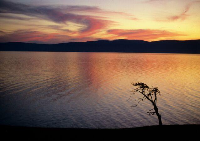 Atardecer en el lago Baikal