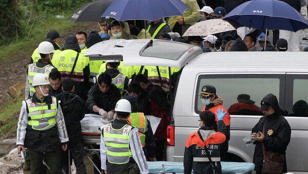 Asciende a 40 el número de muertos en el siniestro del avión en Taiwán - Sputnik Mundo
