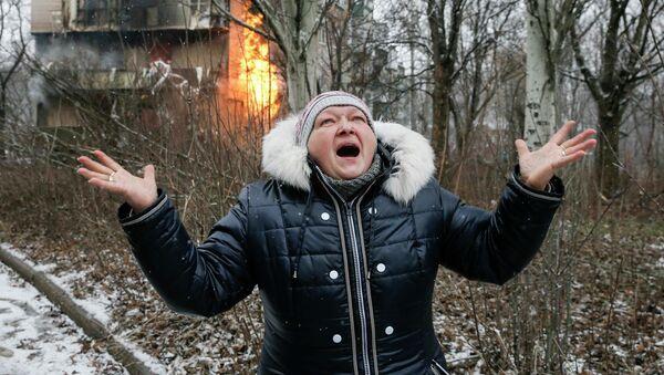 Una mujer en Donetsk - Sputnik Mundo