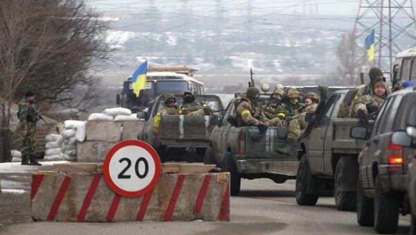 Soldados ucranianos cerca de Mariúpol (archivo) - Sputnik Mundo