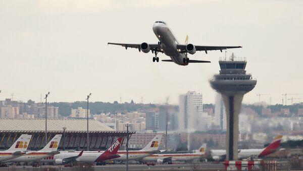Los controladores aéreos españoles inician este lunes la primera jornada de huelga - Sputnik Mundo