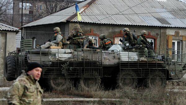 Soldados ucranianos cerca de Debáltsevo - Sputnik Mundo