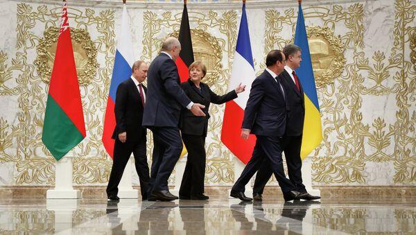 Peace talks in Minsk: Russian President Vladimir Putin, Belarusian President Alexander Lukashenko, German Chancellor Angela Merkel, French President Francois Hollande and Ukrainian President Petro Poroshenko - Sputnik Mundo