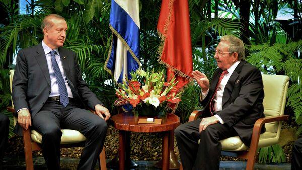 Presidente de Turquía, Recep Tayyip Erdogan y presidente de Cuba, Raúl Castro en La Habana - Sputnik Mundo
