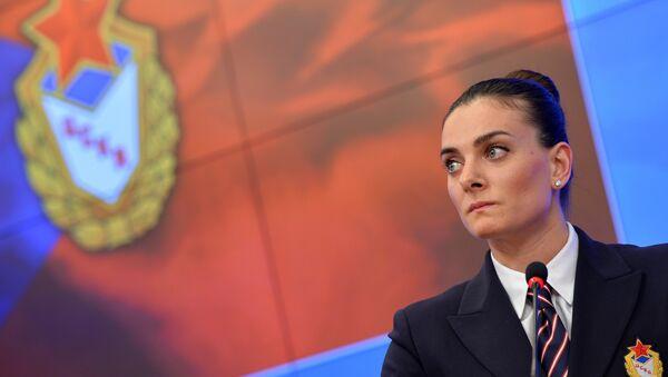 Елена Исинбаева объявила о возвращении в большой спорт - Sputnik Mundo