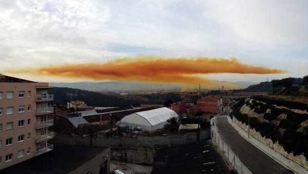 Nube tóxica en Igualada - Sputnik Mundo