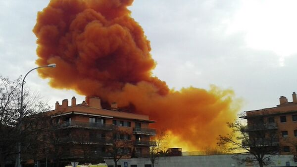 Nube tóxica en una zona próxima a Barcelona - Sputnik Mundo