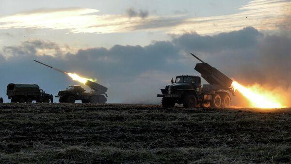 Sistema de cohetes Grad ucraniano (archivo) - Sputnik Mundo